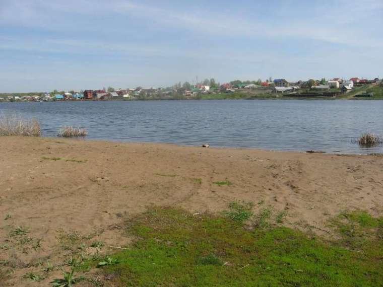 89093232627 дмитрий. участок ровный-на берегу озера. рядом пляж. коммуникации выкуплены...